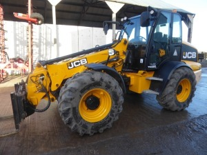 JCB TM320 Agri pivot steer telescopic handler, pallet tines, pin & cone, Michelin 500/70R24 tyres, LED worklights, pick up hitch, 1589 hours, NT16 ERX