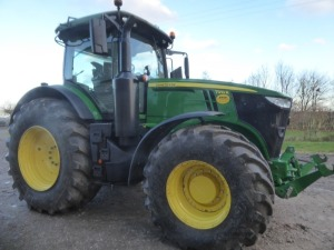 John Deere 7310R Premium 4wd tractor, 310HP. 50km/hr, E23 transmission, AutoTrac enabled, TLS, Ultimate connectivity package, 540E/100/1000E PTO, 710/75R42 & 620/75R30 Michelin tyres, front linkage and PTO. Air & hydraulic brakes, 5 spool valves, 562 hour